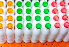 Zahlen der Flaschen von unterhalb des Joghurts Lizenzfreie Stockfotografie