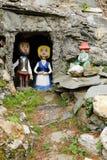 Zahlen des Mannes, der Frau und des Kindes in der Höhle Lizenzfreies Stockfoto