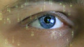 Zahlen im blauen Auge der Bewegung und der Männer stock video