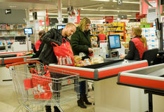 Zahlen im Supermarkt Stockbild