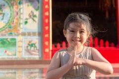 Zahlen Sie Respekt in der chinesischen Art stockfoto