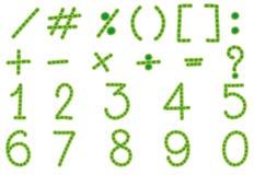 Zahlen und unterzeichnet herein grüne Farbe Stockbilder