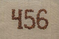Zahlen vier, fünf, sechs von den Kaffeebohnen Stockfoto