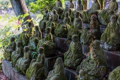Zahlen von den buddhistischen Mönchen gemacht vom Stein lizenzfreie stockbilder