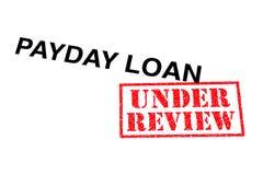 Zahltag-Darlehen in Überprüfung stockfotos