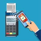 Zahlungen unter Verwendung des Anschlusses und des Smartphone Lizenzfreies Stockbild