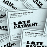 Zahlungsverzug fasst überfälligen Kontrolllohnliste-Stapel ab Lizenzfreies Stockfoto