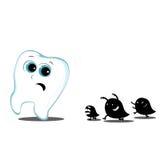 Zahn, der weg von den Monstern kariös läuft Stockbilder