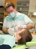 Zahnarzt und Junge Lizenzfreies Stockbild