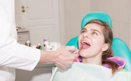 Zahnarzt und Patient lizenzfreie stockbilder