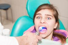 Zahnarzt und Patient stockbild