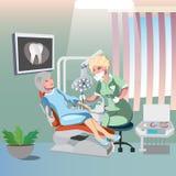 Zahnarzt- und Patientenfrau im Stuhl Lizenzfreie Stockfotos