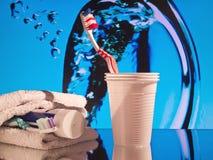Zahnbürste - Becher - Zahnpasta Lizenzfreies Stockfoto
