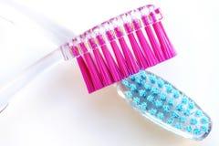 Zahnbürste, Rosa und Blau Stockbilder