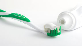 Zahnbürste und Zahnpasta Stockbild
