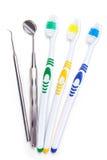 Zahnbürsten auf dem Tisch stockbilder