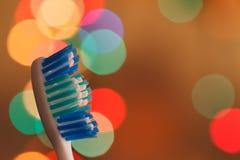Zahnbürsten im Makro auf schönem Hintergrund Stockfoto