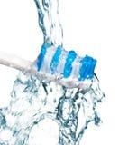 Zahnbürste unter Wasser Stockfotografie