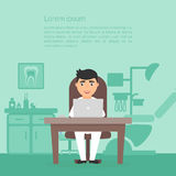 Zahnheilkundeklinik Nettes Zeichentrickfilm-Figur-Doktorzahnarzt Dental-Büro Arbeitsplatz, Computer, Berufmedizinermann Stockbilder