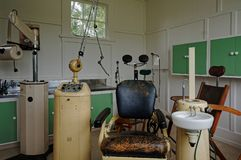 Zahnmedizinische Ausrüstung vom letzten Jahrhundert stockbilder