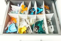 Zahnmedizinische Behälter für Impressen in der zahnmedizinischen Klinik stockfotografie