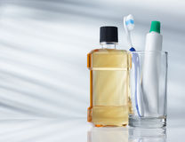 Zahnmedizinische Hygieneprodukte Stockbilder