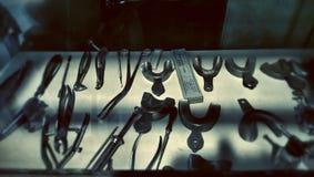 Zahnmedizinische Werkzeuge vom kalten Krieg Stockfotografie