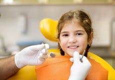 Zahnmedizinischer Besuch lizenzfreie stockfotos