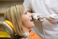Zahnmedizinischer Besuch Stockbild