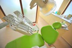 Zahnmedizinischer Stuhl (Doktorbüro) Stockbilder