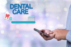 Zahnmedizinisches Firmenzeichen Klinik des ZAHNPFLEGEN, Zahnpflegesymbole Stockbilder