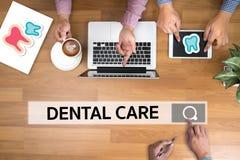 Zahnmedizinisches Firmenzeichen Klinik des ZAHNPFLEGEN, Zahnpflegesymbole Lizenzfreie Stockbilder