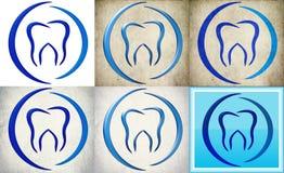 Zahnmedizinisches Kliniklogo mit Retro- Hintergrund Lizenzfreies Stockfoto