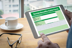 Zahnmedizinisches Nutzen-Antragsformular-Dokument zahnmedizinisch stockfotos