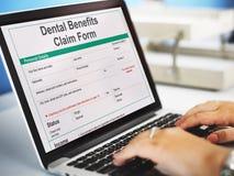 Zahnmedizinisches Nutzen-Antragsformular-Dokumenten-Konzept stockfotos