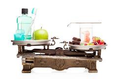 Zahnpflege gegen ungesunde Diät. Stockfoto