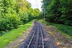 Zahnradbahnbahnen mit einer zus?tzlichen Zahnstange gelegen mitten in der Bahn, um gro?e Neigungen zu ?berwinden stockbild