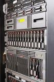 Zahnstange eingehangene Servers Stockfoto