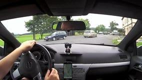 Zahradky, Τσεχία - 19 Αυγούστου 2017: οδηγώντας αυτοκίνητο Opel Astra Χ στο χωριό Zahradky στο έδαφος Macha ` s μεταξύ των παλαιώ απόθεμα βίντεο