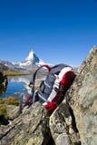 Zaino davanti al Matterhorn Fotografia Stock Libera da Diritti
