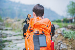 Zaino del Trekker con il pannello solare Fotografie Stock Libere da Diritti
