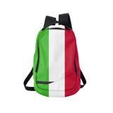 Zaino della bandiera dell'Italia isolato su bianco immagine stock libera da diritti