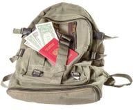 Zaino di colore cachi su cui il passaporto russo e una certa n Immagini Stock Libere da Diritti