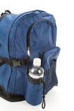 Zaino ed acqua blu Fotografia Stock Libera da Diritti