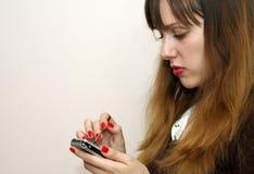 zajęty telefon komórkowy dziewczyny Zdjęcia Stock