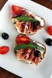 zakąsek baleronu oliwki pomidorowe zdjęcia stock