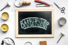 Zakład fryzjerski dla mężczyzna z narzędziami na białego tła odgórnym widoku Zdjęcia Stock