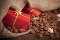 Zak met traktaties, voor Nederlandse vakantie Sinterklaas Stock Fotografie