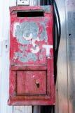 Zakłopotana metal skrzynka pocztowa Zdjęcia Royalty Free