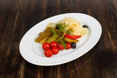 Zakąska pomidory, ogórki, kapusta i pieprz, Obrazy Stock